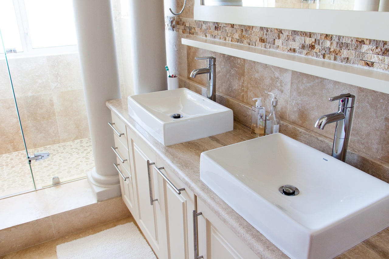 5 Cheap Ideas to Brighten up Your Bathroom Decor