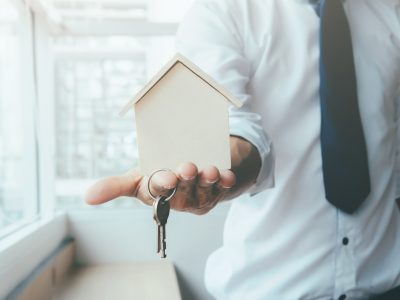 Thinking About Selling On Your Own? Here's Why You'll Want an Agent